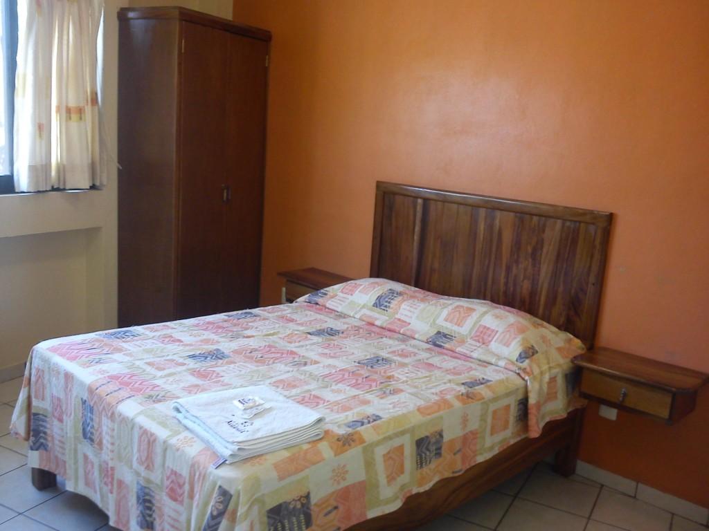 Sencilla xcaanda hotel en juchitan istmo oaxaca for Una cama matrimonial